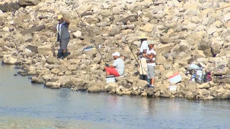 Fishermen just below the spillway at the Ross Barnett Reservoir (Source: WLBT)