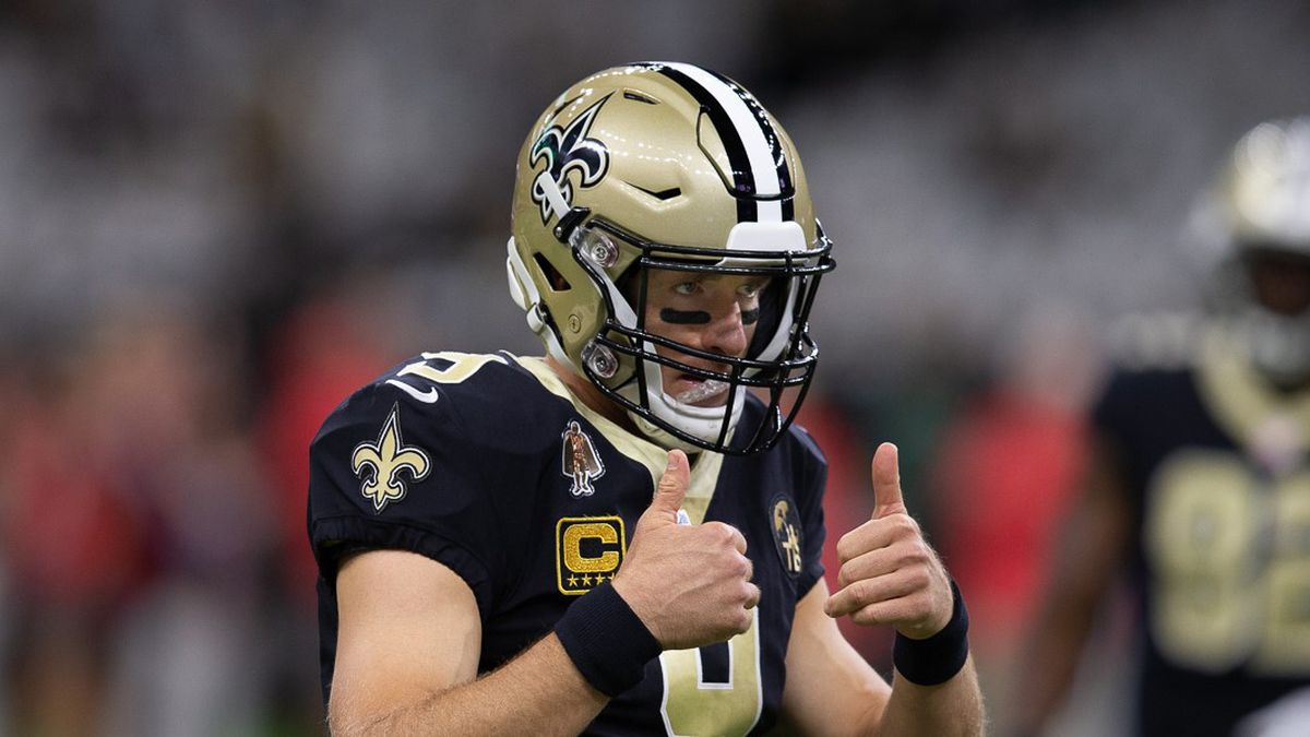 Drew Brees gives the thumbs up sign during a Saints home game (Source: Mark LaGrange)