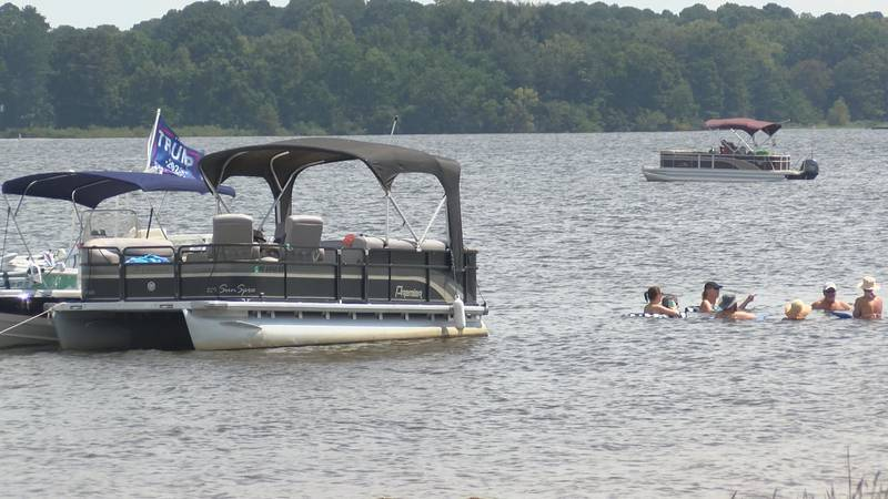 it is labor day weekend and Another boat is hitting the choppy waters of the Ross Barnett...