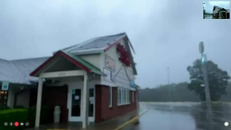 Ida's winds damage roof of McComb restaurant