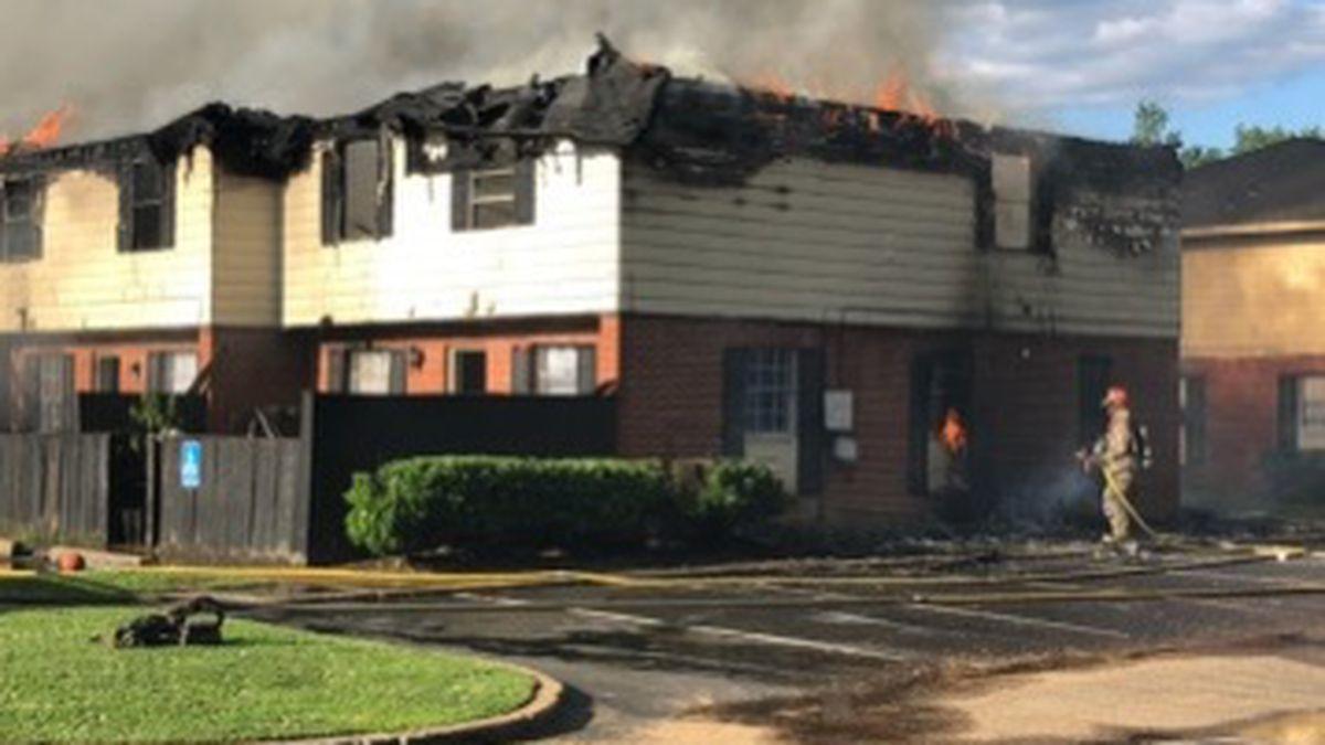 Fire engulfs Jackson apartment complex on Manhattan Road