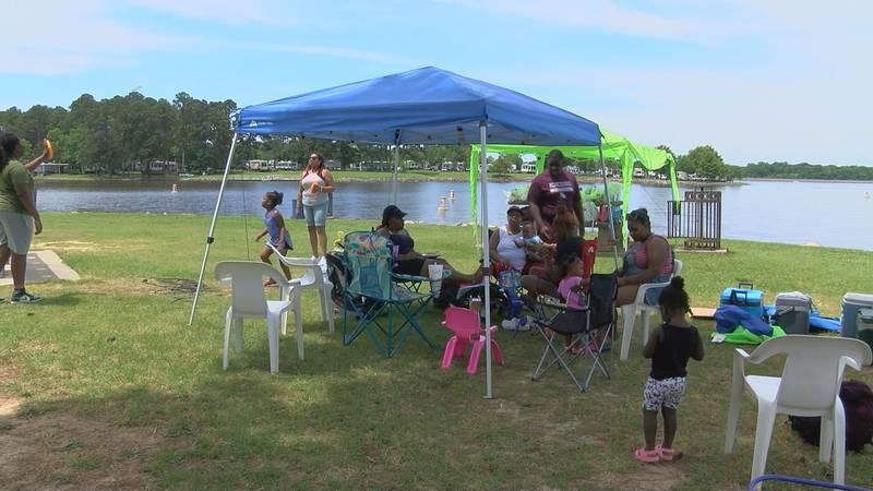 Families gather at Ross Barnett Reservoir for Memorial Day 2021