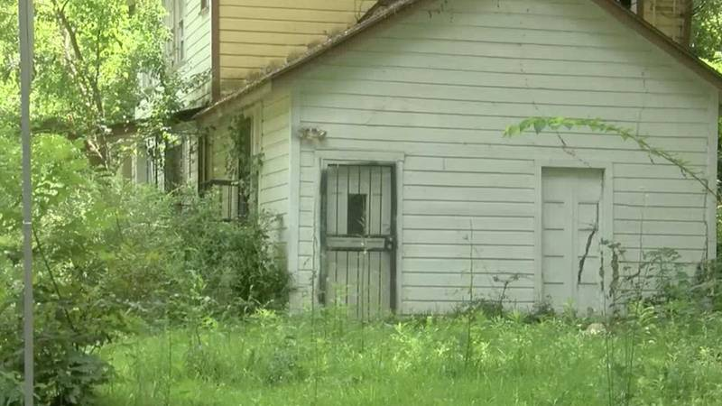 Homeless move into vacant house, creating unsanitary conditions for neighbors
