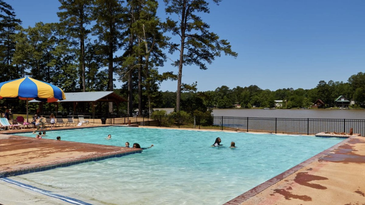 Louisiana couple sues Pelahatchie water park after daughter allegedly contracts E. coli