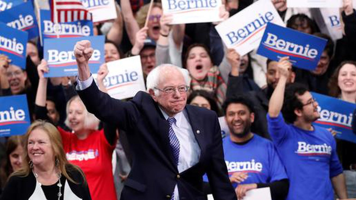 207/5000 El candidato presidencial demócrata, el senador Bernie Sanders, I-Vt., Con su esposa...