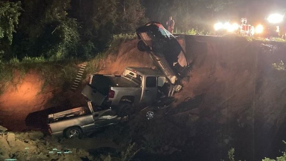'Prayers for all involved,' Reeves shares thoughts, kind words after deadly road collapse