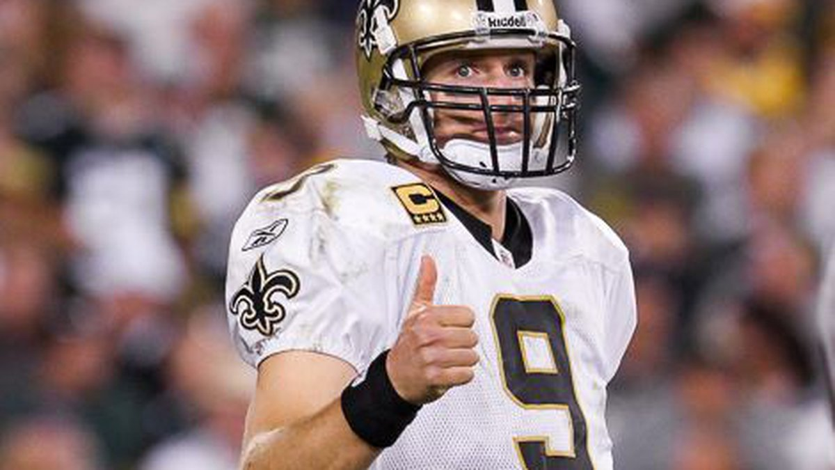 Drew Brees gives the thumbs up