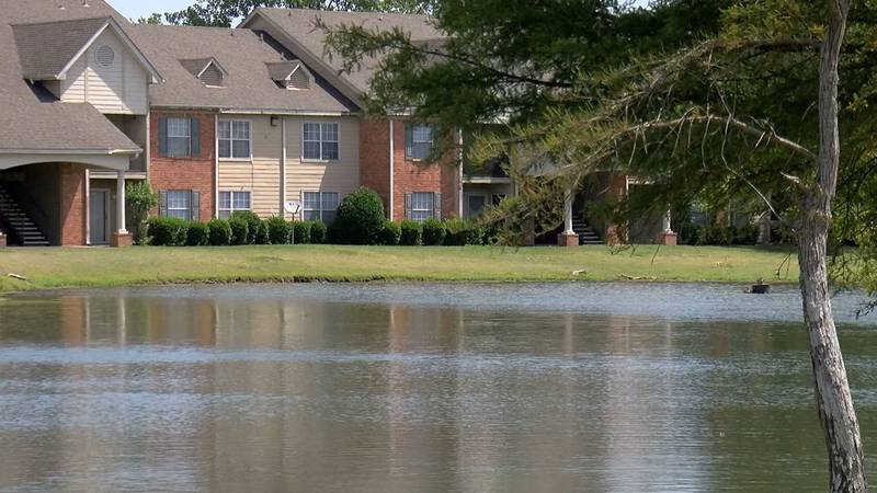 Man drown in pond at Cypress Lakes Apartments in Mississippi