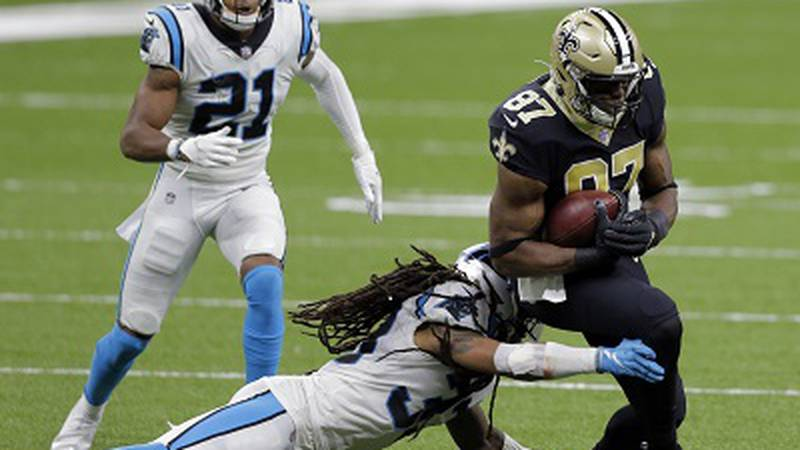 Jared Cook catches a pass from Drew Brees. (Pool Photo)