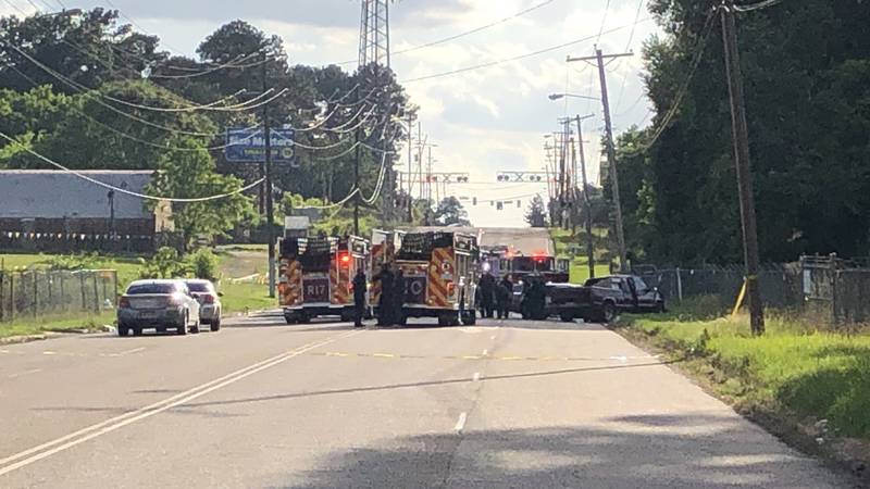 2 dead, multiple injured after multi-car wreck on Northside Drive