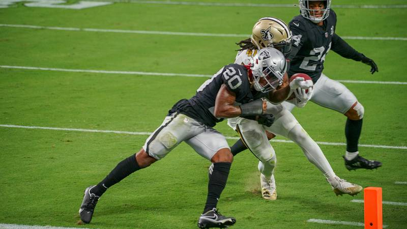 Alvin Kamara collides with a Raider defender right at the goal line. (Source: Edwin Goode)