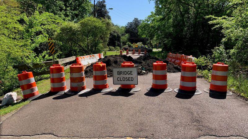 City closes Colonial Circle bridge, citing deterioration.