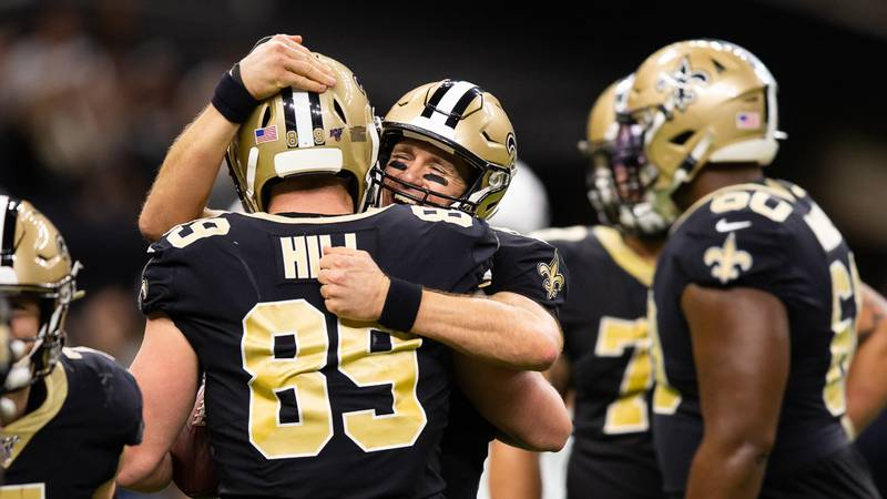 Drew Brees to Josh Hill for a 5-yard touchdown to give No. 9 540 career TD passes. (Source:...